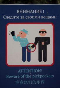 Warnhinweis in St. Petersburg. Achtung Taschendiebe