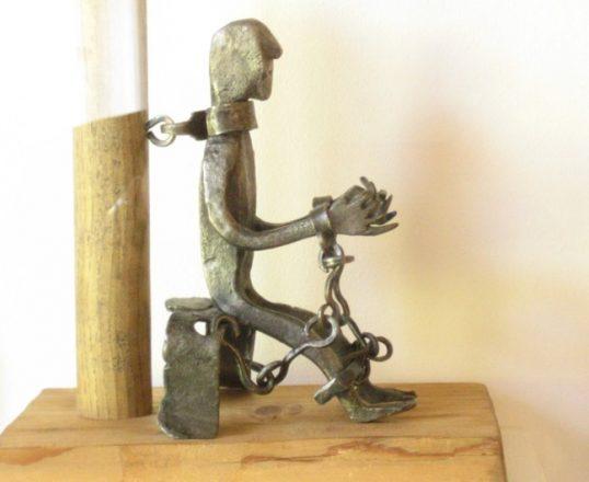Votivfigur aus Eisen - Gefangener