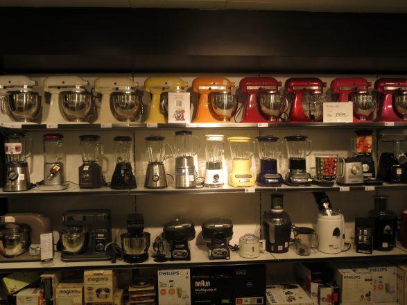 Küchengeräteauswahl in einem Kaufhaus