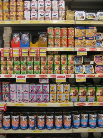 Regale im Supermarkt Bennet in Jesolo