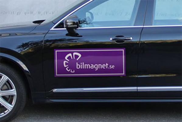 Magnetskyltar på bil