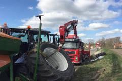 bjaergning-traktor-koert-istykker