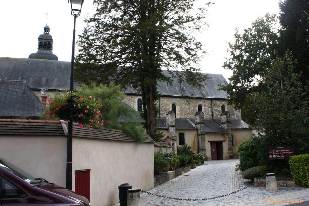 Kyrkan där Dom Perginon ligger begravd