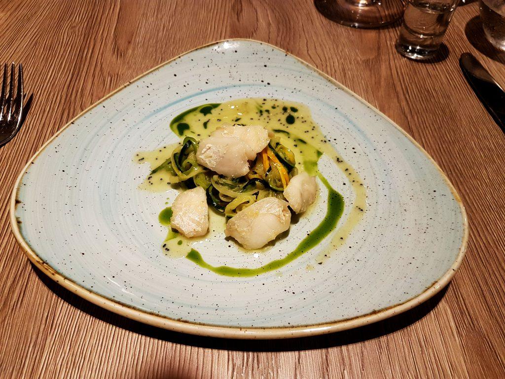 Gös kind på en bädd av Zucchini och dill på Restaurang Ikon