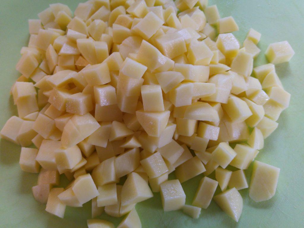 Rå tärnad potatis