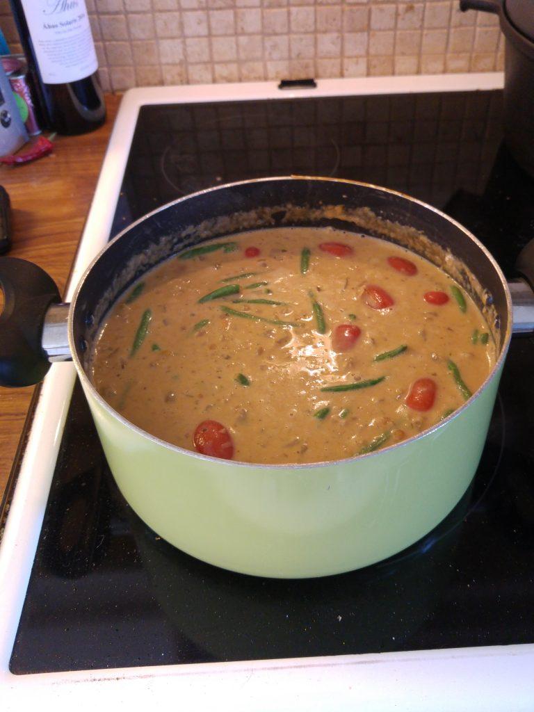 koka soppa på en spik, röd lincurry