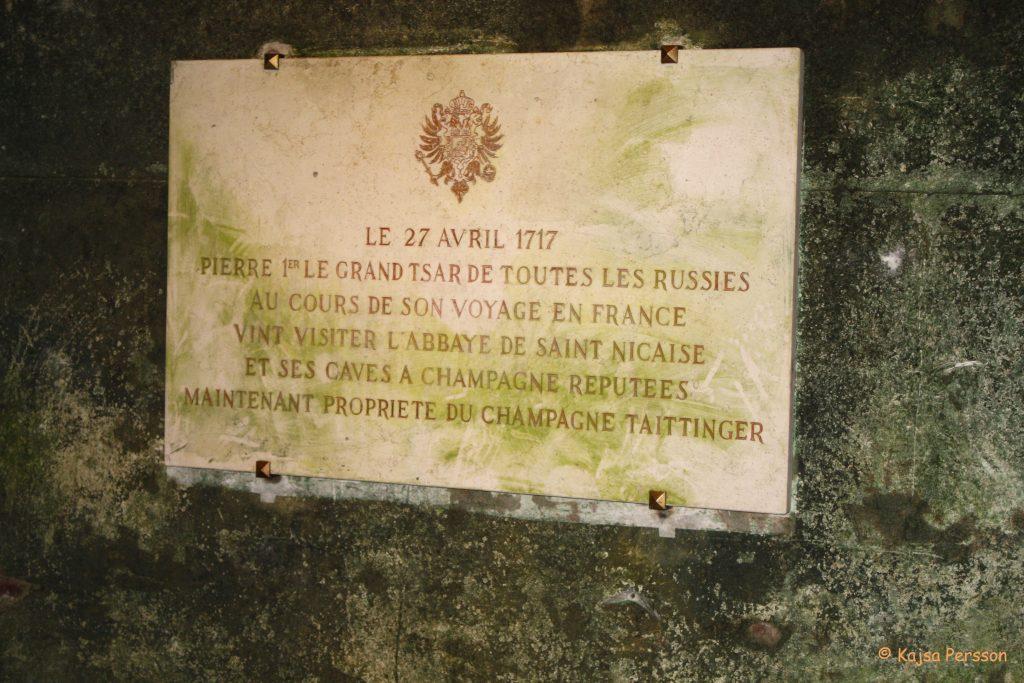 Dom Perginon grav, Hauterville