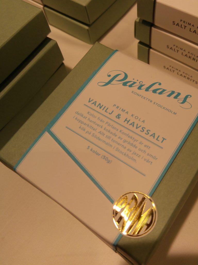 Pärlans konfektyr Vanilj & Havsalt kola i ett vackert paket