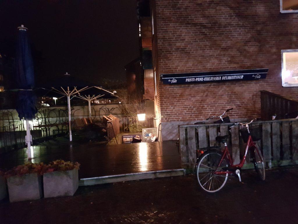 En regnig kväll i November utanför Di penco