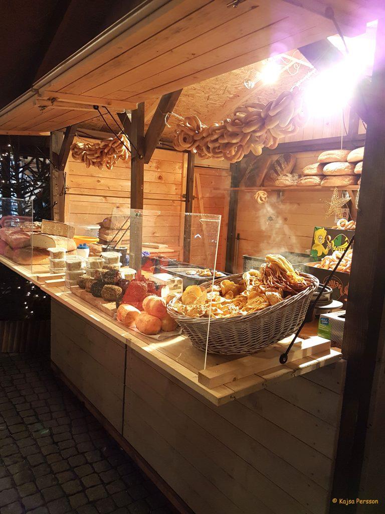 Väldoftande matstånd på Julmarknaden i Gdansk