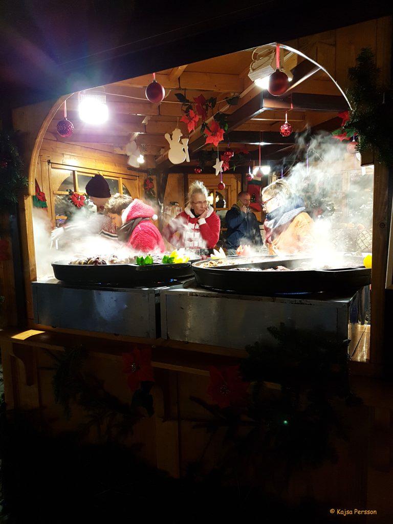 Det doftade förförisk gott av all mat på julmarknaden, Gdansk