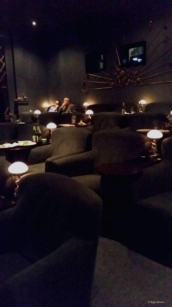 Bar Deco salongen med sina sköna fåtöljer