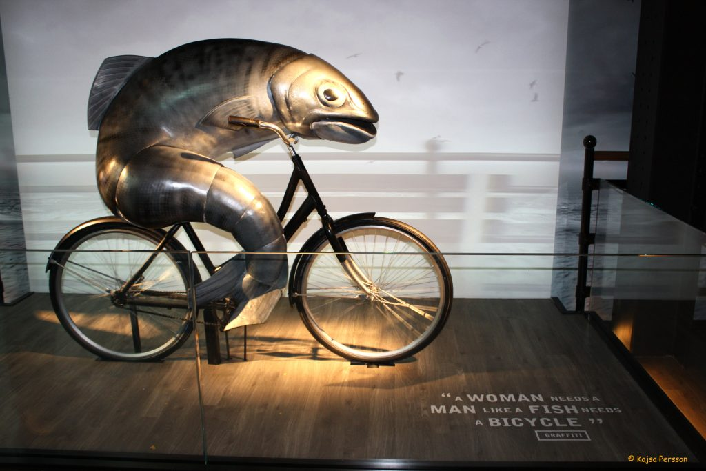 A Woman needs a man like a fish needs a bicycle reklam hos Guinness