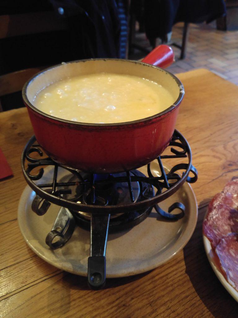 Comtéost i fonduegryta ett måste att äta när man är i Jura