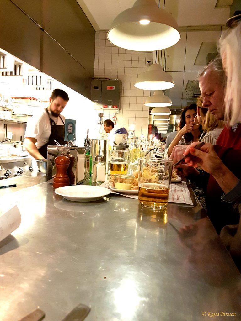 Bardisken med koll på kockarna på Escama Gastrobar