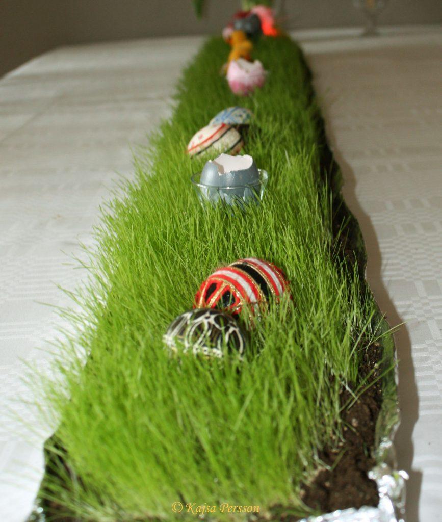 Gör det själv,så gräsmatta på bordet till påskdukning