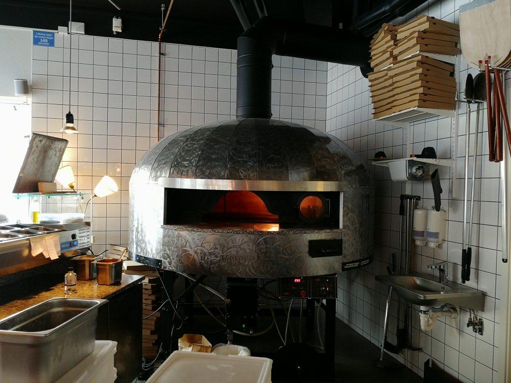 Vacker pizza vedugn hos Mastio