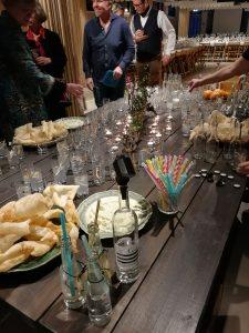 Drinkbord med Gin och tonic för både alkohol och alkoholfritt på Glocal dinner