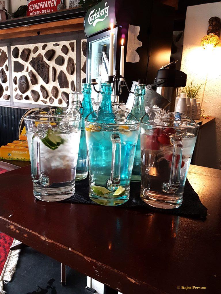 Vatten, Kaffe och te ingår i priset hos Tröls Jins Kru