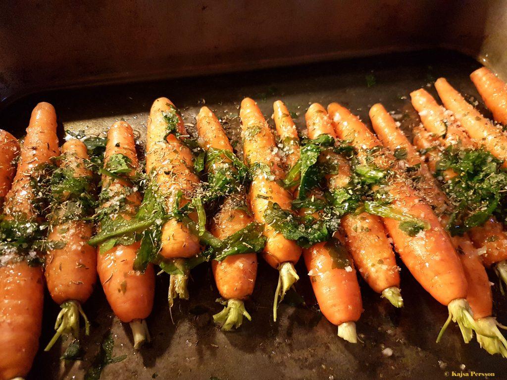 Förrätten Ugnsbakade morötter med ramslök och ramslöksdressing på vår tjejemiddag