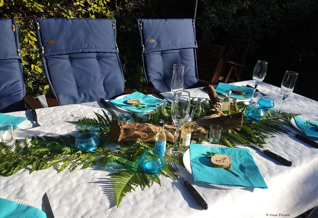 Sommardukning i turkost med inslag av naturen