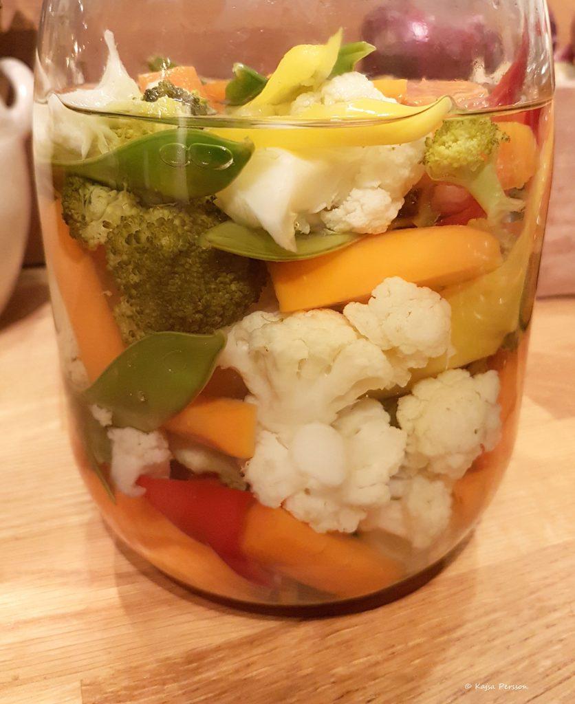 Pickla rotfrukter med vackra färger, både gott och vackert