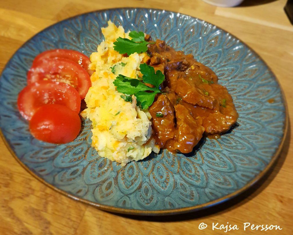 Mustig nötköttsragu med potatis och morotskompott