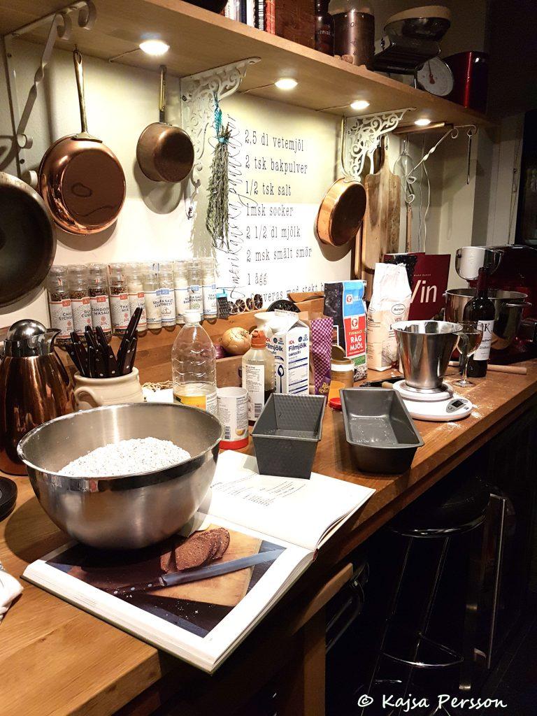 Brödbak i köket efter goda brödrecept