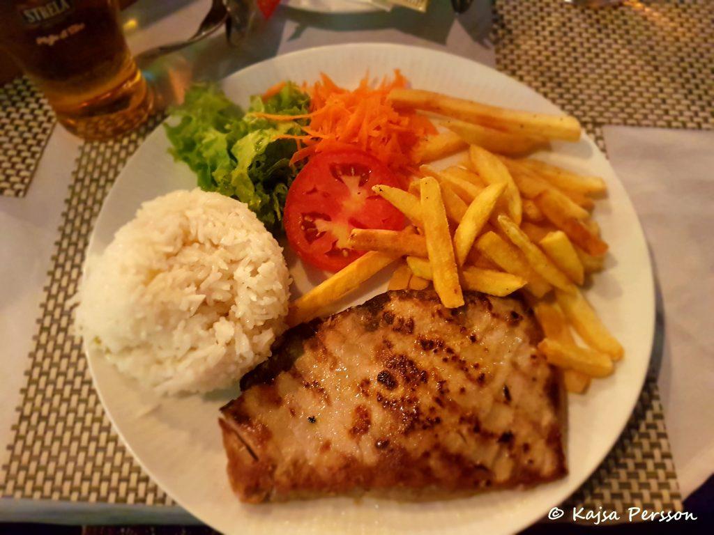 Tonfisk till middag i Santa Maria, Kap Verde