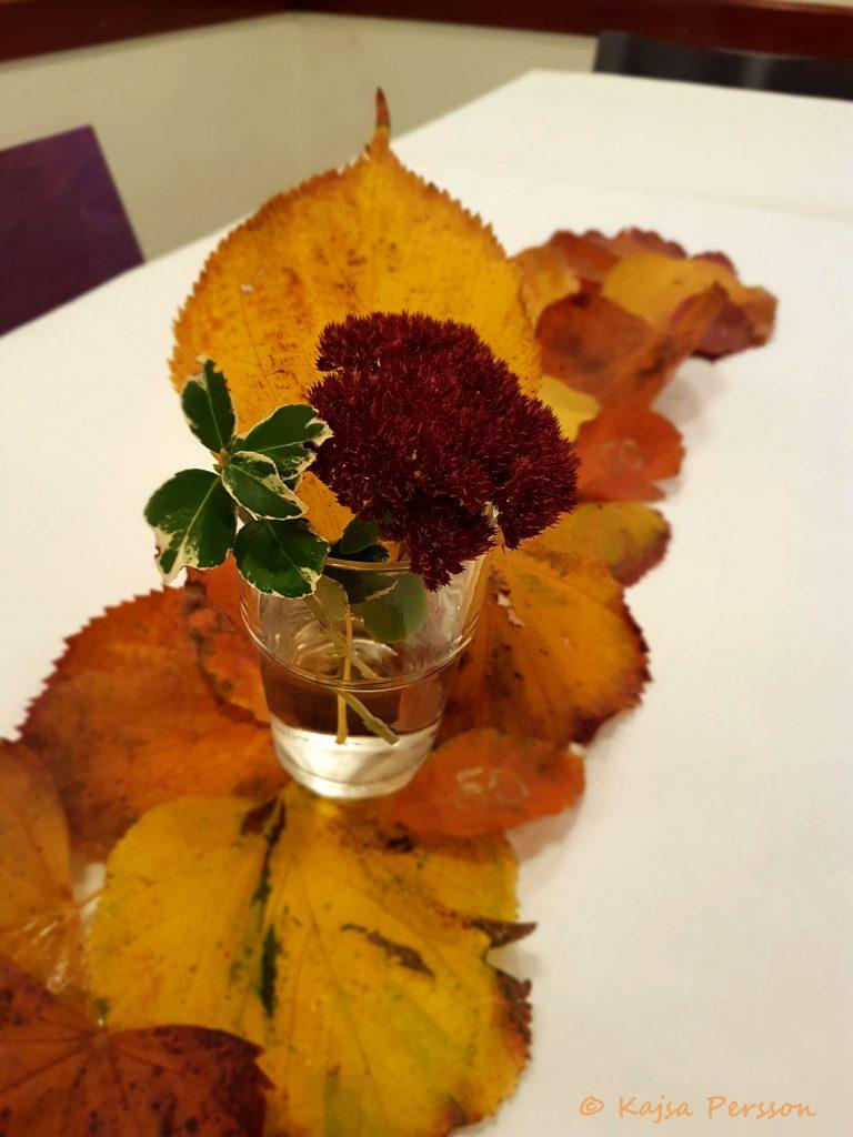 Duka i höstens färger
