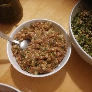 Dumplingsfyllning med Lotus, fläskfärs och kryddor