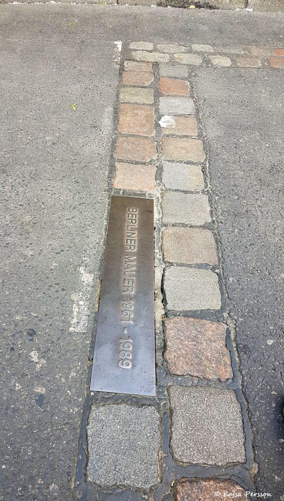 Visar gränsen mellan öst och väst i Berlin