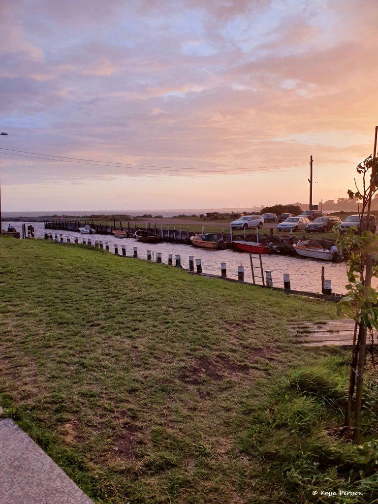 Solnedgång vid småbåtshamnen