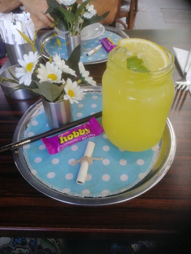 Färsk lemonad och visdomsord i Istanbul