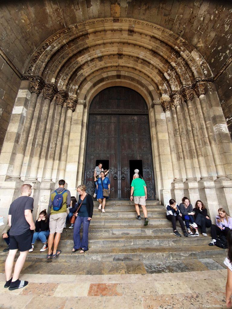 Pampg entre till Katedralen Sé i Lissabon