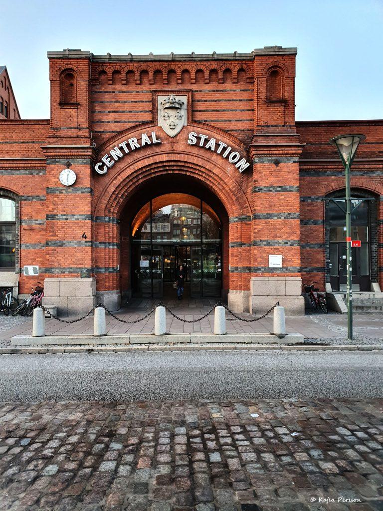 En av sidoingångarna på Centralstationen i Malmö