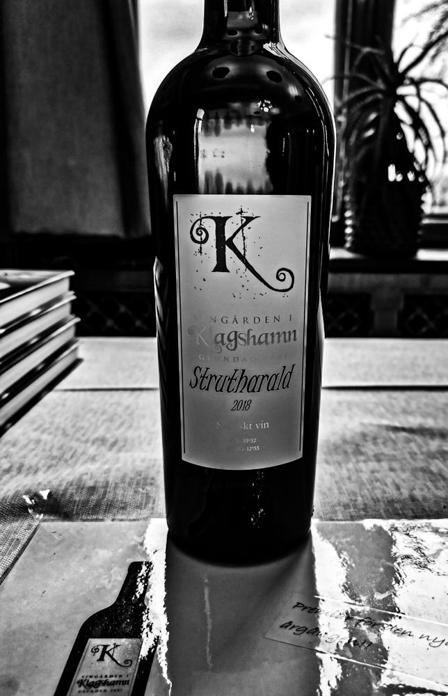 Vingården i Klagshamns vin Strutharald.