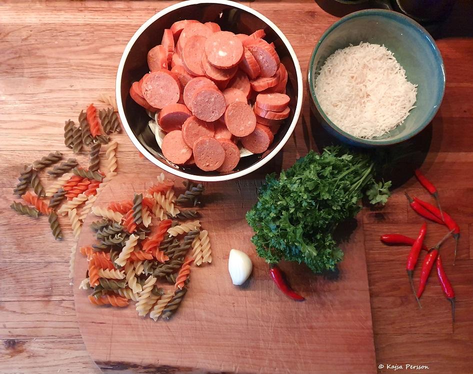 Ingredienserna till kvällens pastarätt från vår kokbok