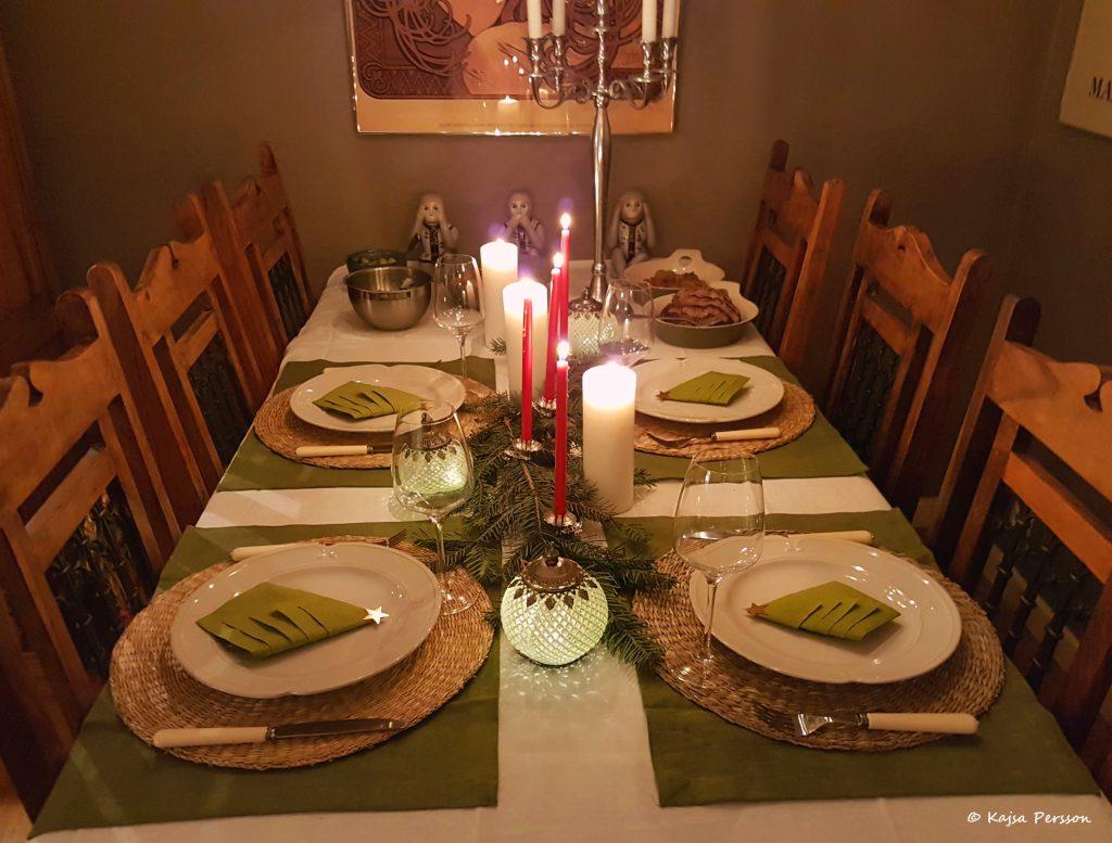 Juldukning i grönt, rött och vitt