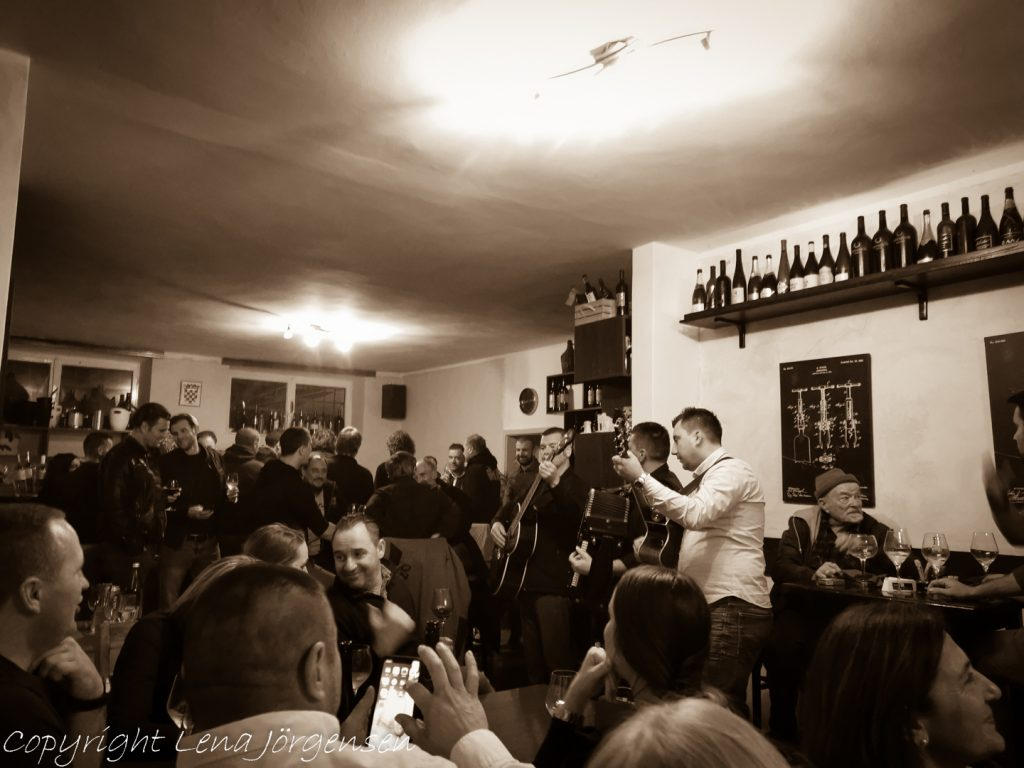 Lokalt band spelar kroatisk folkmusik