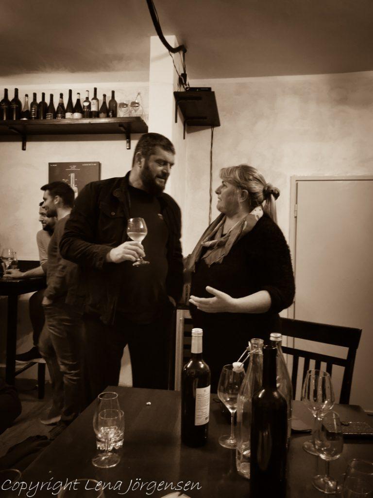 Vin leder till diskussioner
