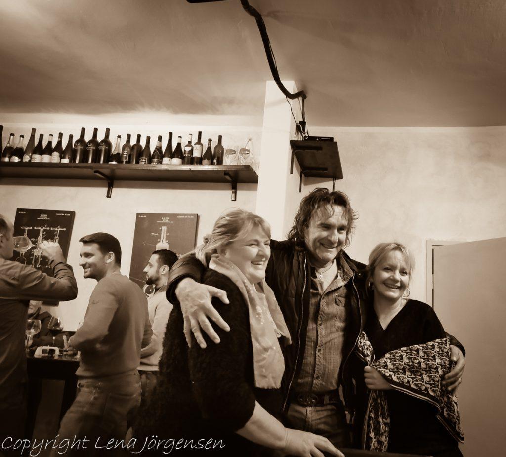 Glädjen är stor bland vinbönderna på festen innan Open Cellar Day