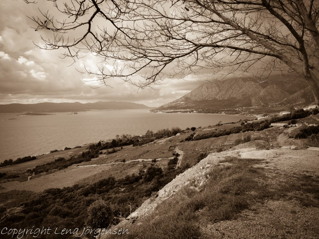 Utsikt över Postup läget och Orebic i bakgrunden. Vacker utsikt i Kroatien