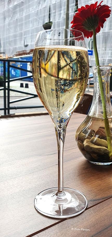 Ett glas Deuz Champagne och citypuls