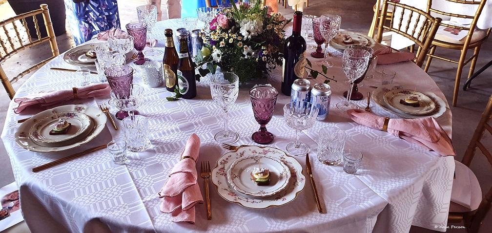 Bröllops dukning som följer vett och etikett
