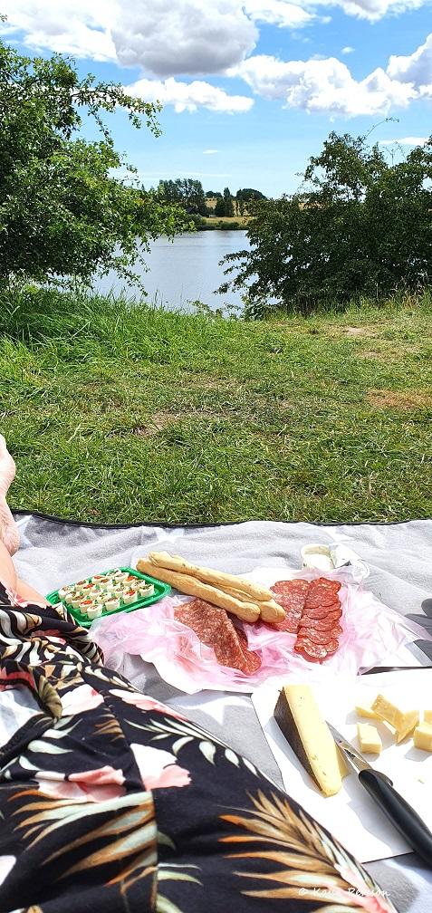 Cykel tur nummer ett slutade med picknick vid sjön