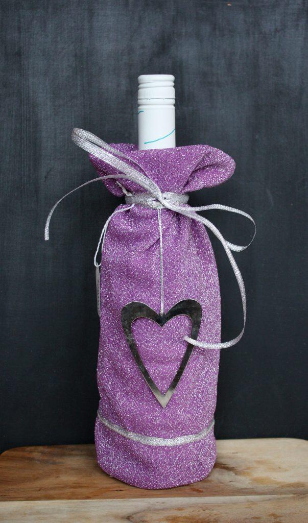 Utlottning av fin handsydd påse till flaska