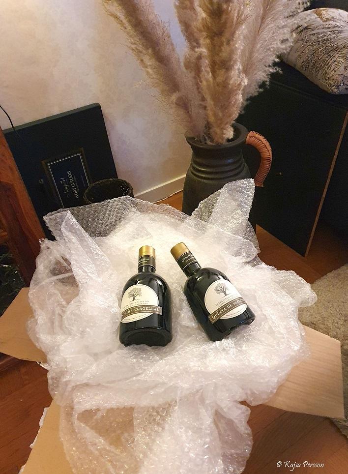 Två flaskor Olivolja från Portugal