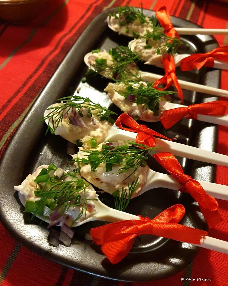 På andra turen får man äta lax på julbordet.