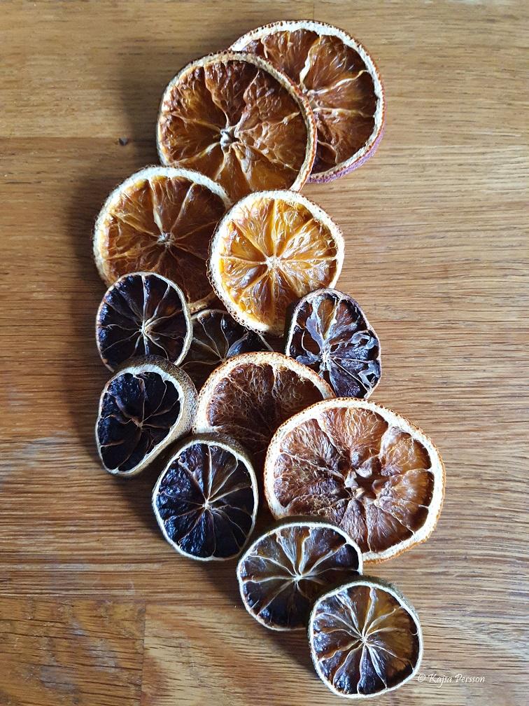 Torka apelsiner i ugn